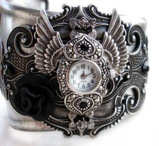steampunk___gothic_cuff_watch_by_aranwen