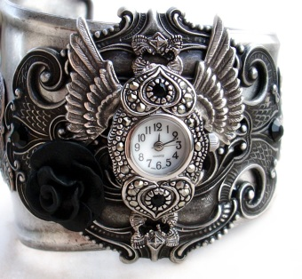 steampunk___gothic_cuff_watch_by_aranwen