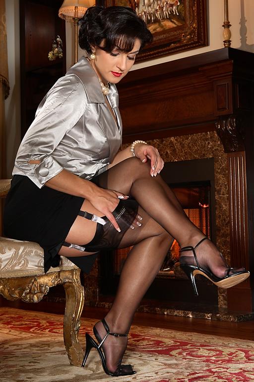 Elegant MILF Caroline Pierce posing in nylon stockings and high heels  611934