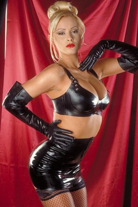 Фото девушки с огромными буферами в кожаном белье — pic 10