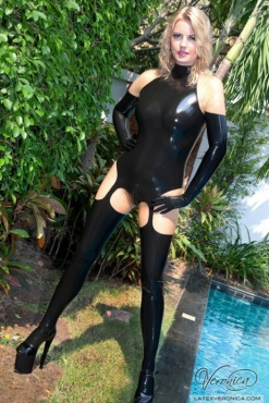 Luscious Lusty Latex Ladies (31)