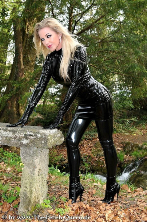 Luscious Lusty Latex Ladies (41)