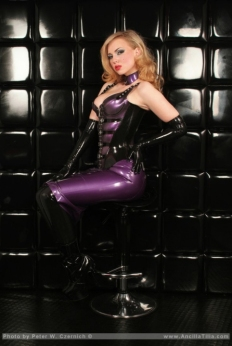 Luscious Lusty Latex Ladies (43)