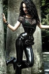 Stylish Gothic Ladies (2)