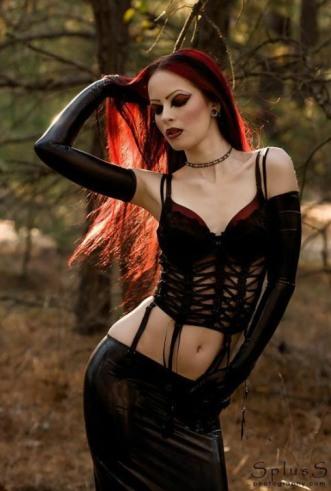 Stylish Gothic Ladies (3)