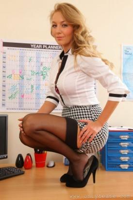 Stunning Stockinged Lady (11)