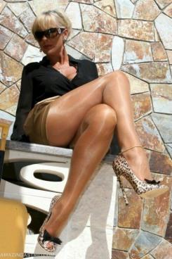 Stunning Stockinged Lady (2)