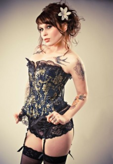 Curvaceous Corseted Cuties (4)