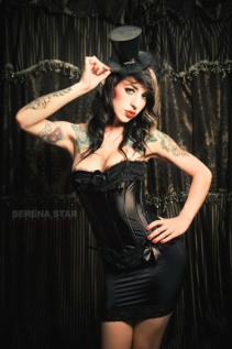 Curvaceous Corseted Cuties (5)