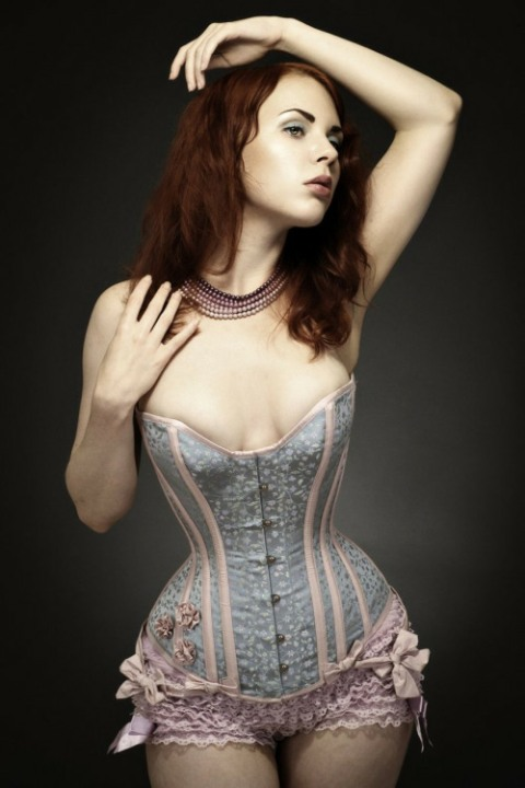 Curvaceous Corseted Cuties (131)