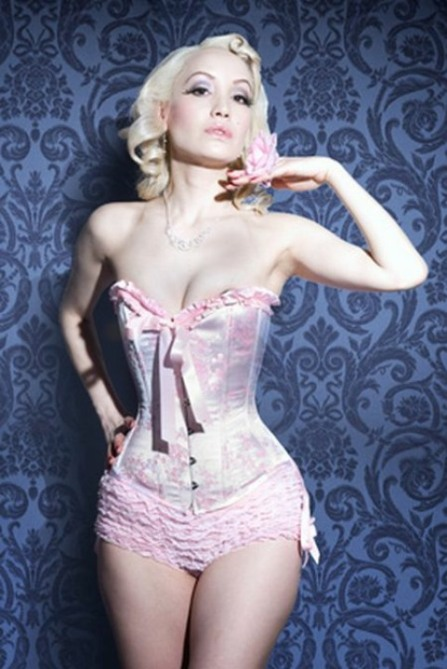 Curvaceous Corseted Cuties (171)