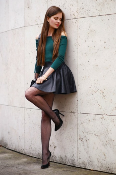 Short Skirt Lovely Legs (4)