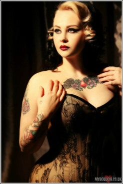 Corseted Curvaceous Cuties (13)