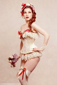 Corseted Curvaceous Cuties (2)