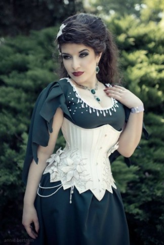 Corseted Curvaceous Cuties (4)