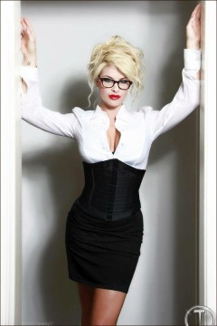 Corseted Curvaceous Cuties (7)