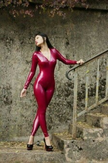 Red Latex Lady (21)