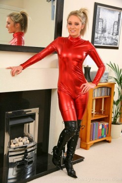 Red Latex Lady (31)