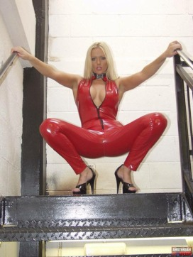 Red Latex Lady (32)