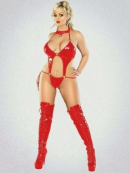 Red Latex Lady (35)