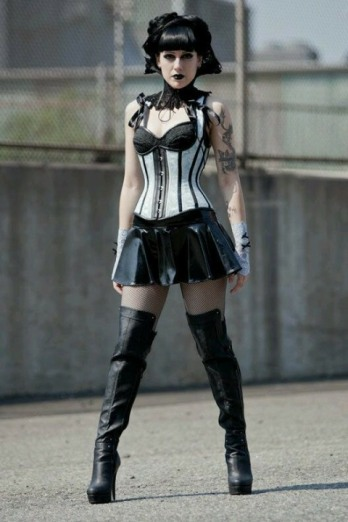 Gothic June Lady (3)