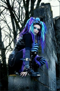 Gothic June Lady (4)