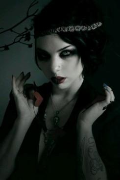 Gothic June Lady (5)