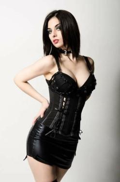 Gothic June Lady (7)