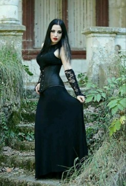 Gothic June Lady (9)