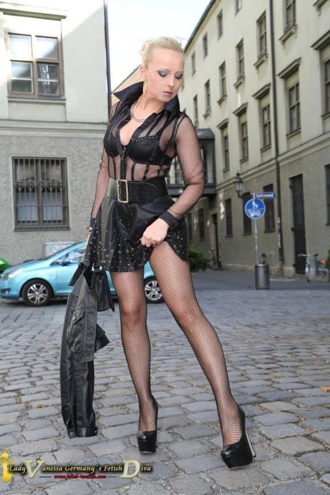 Lovely Leggy Lady (9)