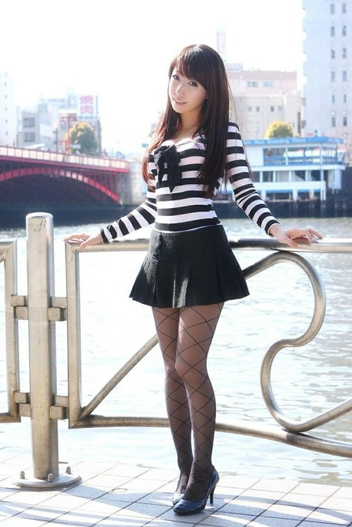Stunning Short Skirts (25)