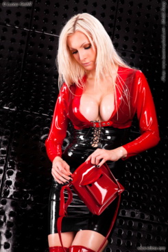 Red Latex Lady (41)