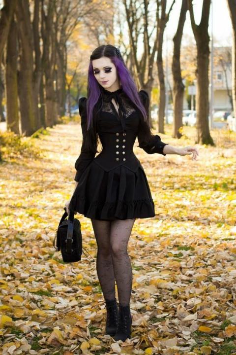 Enchanted Gothic Beauty (20)