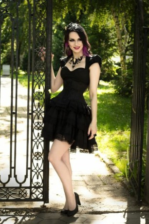 Enchanted Gothic Beauty (22)