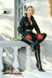 Gloves Make The Lady (49)